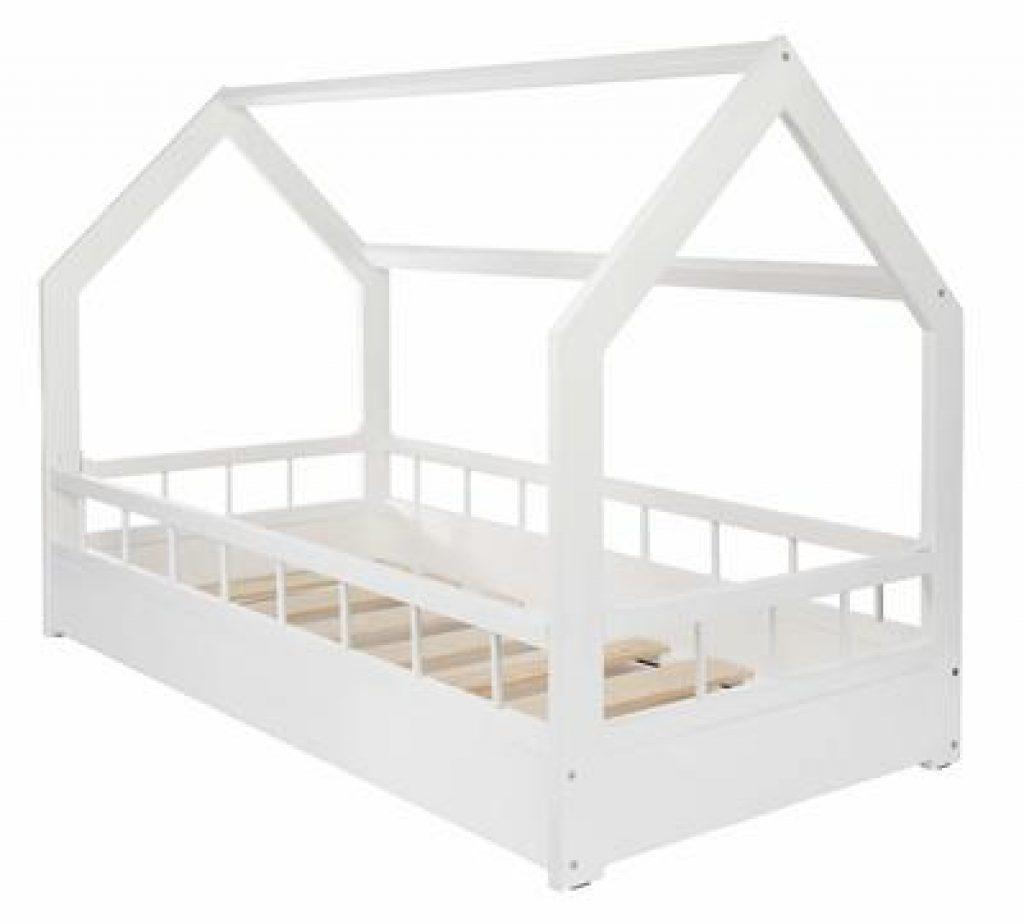 Lit cabane blanc au sol avec barrières