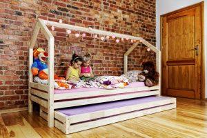 lit cabane gigogne avec un deuxième couchage sous le lit