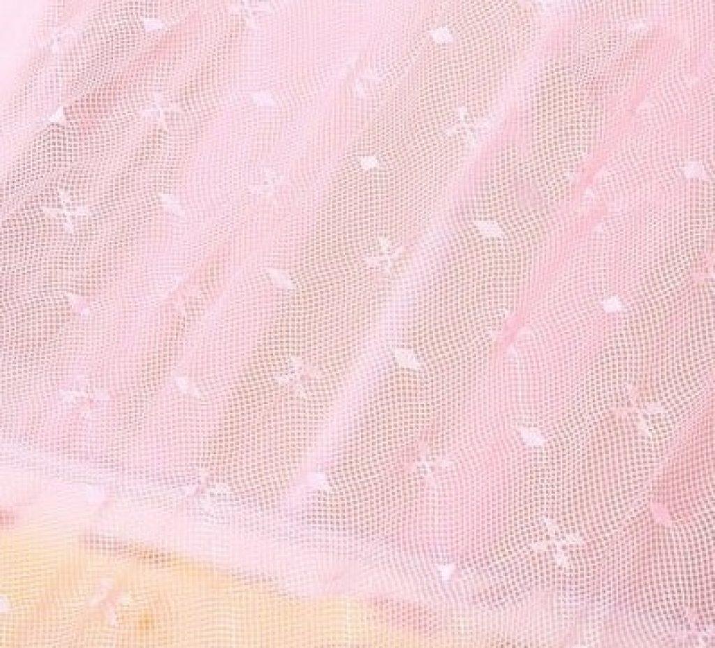 Toile en tulle rose pour ciel de lit