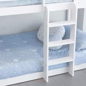 échelle d'un lit cabane superposé