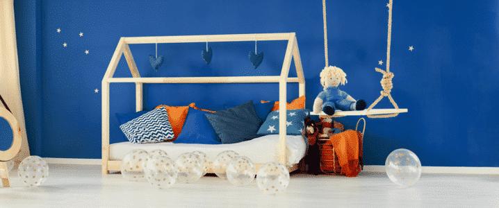 lit cabane garçon dans une chambre