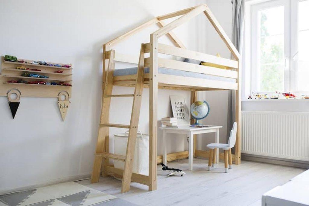 lit mezzanine cabane en bois robuste