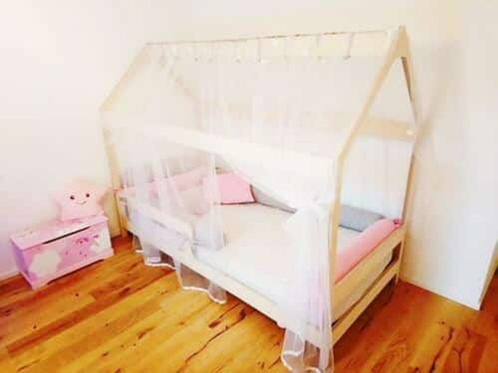 Chambre Lit Cabane Fille découvrez comment décorer un lit de rêve pour enfant avec le