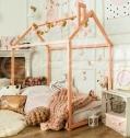 Lit Montessori bébé avec cabane et sans sommier de Sweet Home for Wood