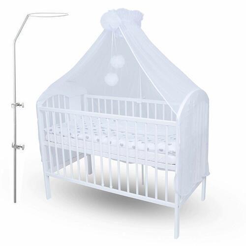 flèche de lit avec un ciel de lit de bébé