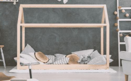 lit cabane Montessori avec cabane